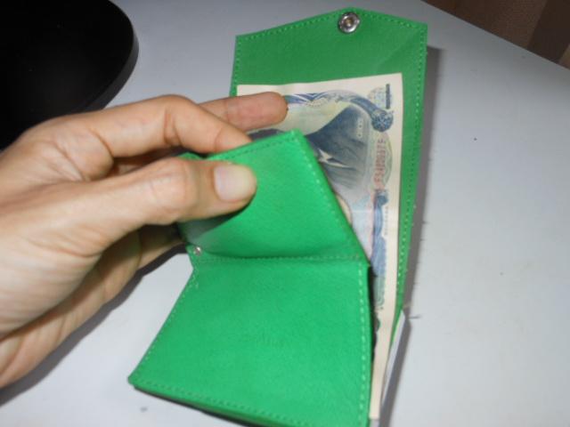 アブラサス財布札入れる
