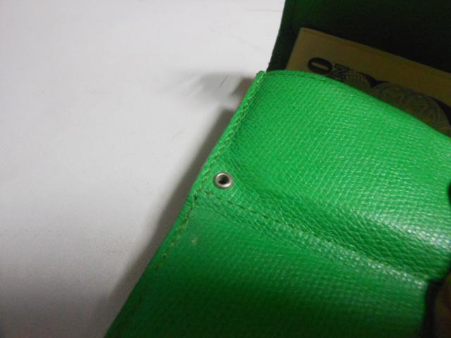 アブラサス財布ストラップ穴